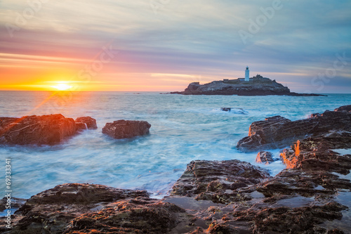 Godrevy Lighthouse and Rough Seas, Cornwall, England скачать