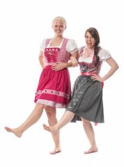 2 bayrische Mädchen tanzen im Dirndl