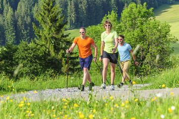 Fototapete - Nordic Walking macht fit