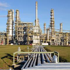 Erdölleitungen zu einer Raffinerie // pipelines
