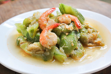 Stir-fried shrimps with zucchini.