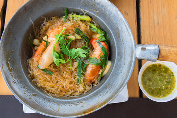 Baked Shrimp vermicelli with spicy seafood sauce