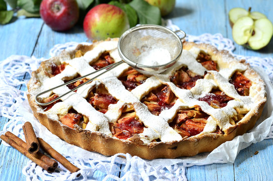 Apple crostata with jam and cinnamon.