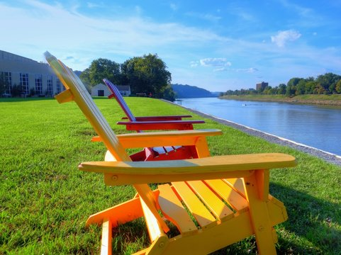 A relaxing view of the Kanawha River from the front lawn of the University of Charleston. Charleston, West Virginia.