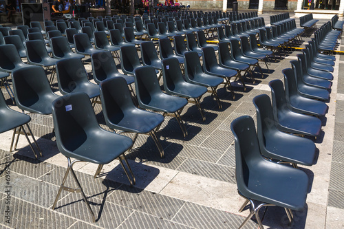 Stock Sedie Di Plastica.Sedie Di Plastica Nera Per Un Concerto All Aperto Stock Photo And
