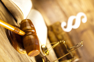 Court gavel and paragraph sign