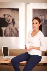 Business-Frau mit Kaffeetasse