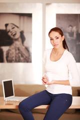 Business-Frau mit Tasse