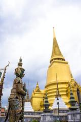 タイ王宮の黄金の仏塔