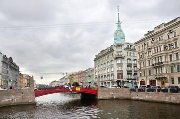 Санкт-Петербург, красный мост на реке Мойке