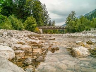 Fluss mit Bruecke