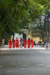 アオザイを着る女性
