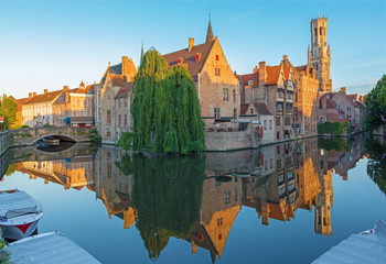 Foto auf Leinwand Brugge Brugge - View from Rozenhoedkaai to canal and Belfort
