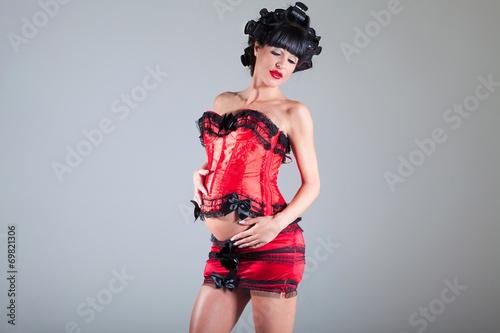 sexy schwangere frau in roter unterw sche stockfotos und. Black Bedroom Furniture Sets. Home Design Ideas