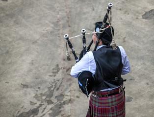 Scottish musicien bagpiper5
