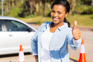 Fototapete - ayoung african girl standing in driving school