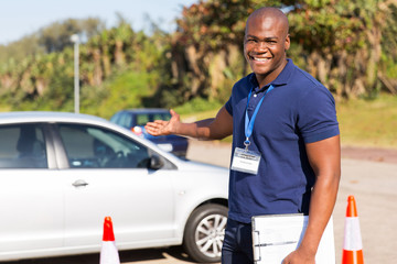 Fototapete - young african driving instructor