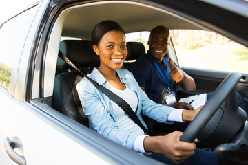 Fototapete - young african woman taking driving lessons