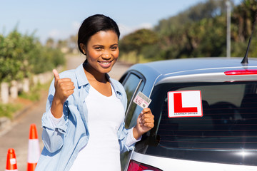Fototapete - black woman showing a driving license
