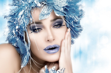 Christmas Girl Makeup and Hairstyle. Winter Beauty