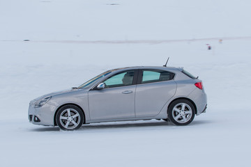Fototapete - car on the snow