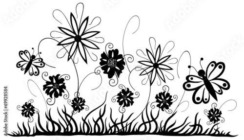 Filigrane Blumenwiese mit Blumen und Schmetterlingen. Sommer ...