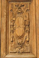 Particolare scolpito nel legno, simbolo croce, pisa