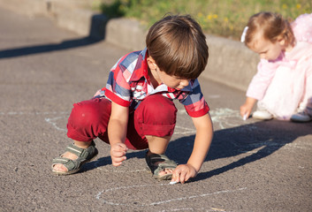 children drawing chalk on asphalt