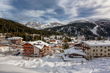 Fotomurales - Ski Resort of Madonna di Campiglio, View from the Slope, Italian