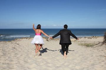 Mariés courant vers la vie