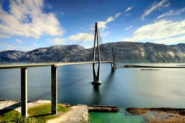 Wall Mural - Norwegia , nowoczesny most, krajobraz wiejski