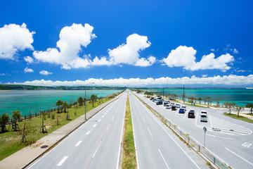 沖縄の海・海中道路