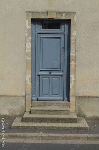 Porte d\'entrée avec escalier\
