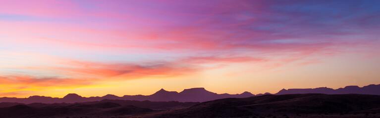 Fototapeta Tramonto rosa sul deserto