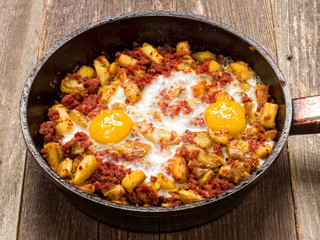 rustic minced corned beef  potato hash