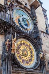 Fototapete - historischer Rathausturm in Prag mit astronomischer Uhr