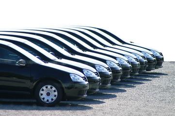 Neue Autos auf dem Parkplatz