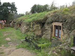 Höhlenwohnungen in Langestein