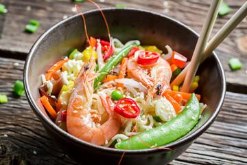 Shrimp with vegetables and noodles