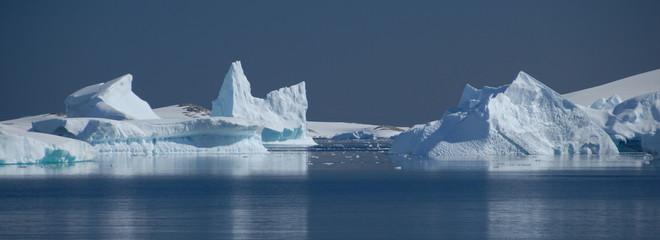Photo Blinds Antarctic Icebergs in Antarctica