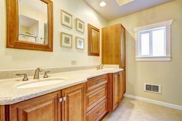 Bathroom storage combination