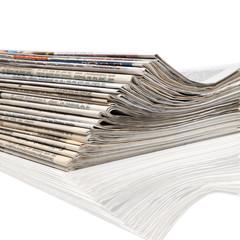 Ein Stapel neuer Zeitungen