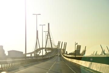 Köhlbrandbrücke Hamburg in der Abendsonne