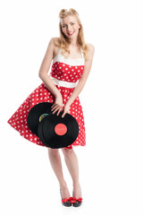 Junge Frau hält Schallplatten