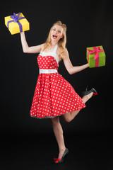 Pin up Mädchen mit Geschenken