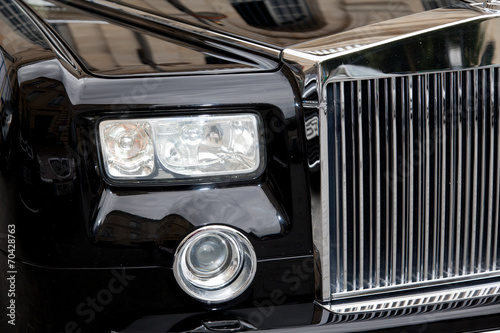 face avant voiture de luxe calandre chrome stock photo and royalty free images on. Black Bedroom Furniture Sets. Home Design Ideas