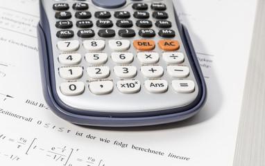 Mathebuch und Taschenrechner 00056