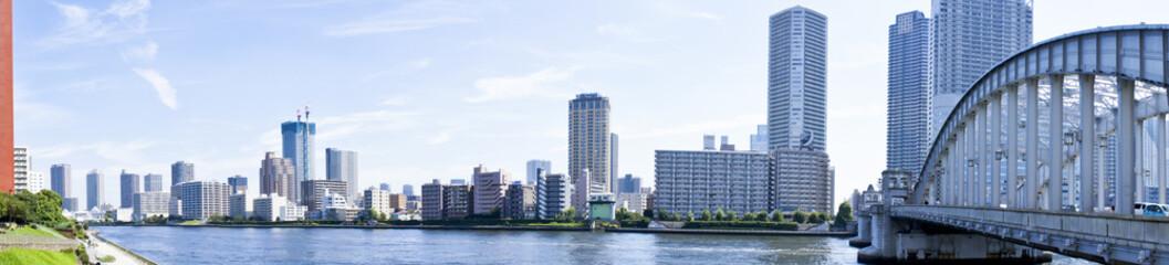 勝鬨橋と隅田川と月島の街並み