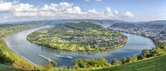 Picturesque bend of the river Rhine near Filsen, Germany Fototapete