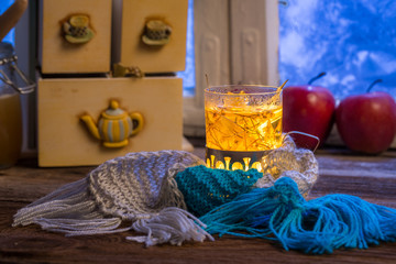 Fototapete - Warming tea in the winter evening